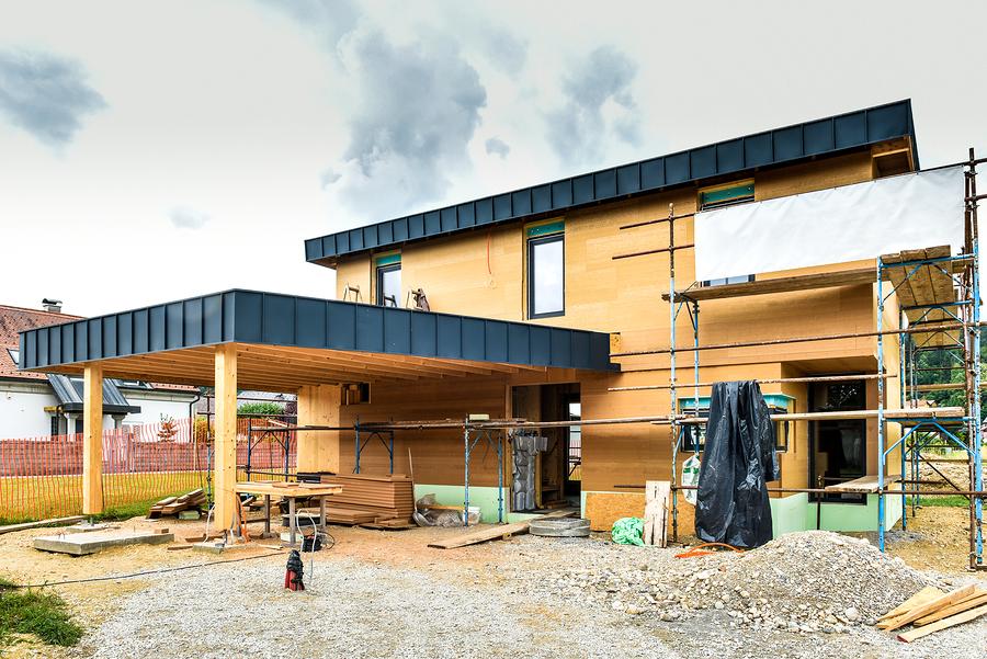 Energieeffizientes Holzhaus (c)Bigstockphoto.com/183145807/_jure